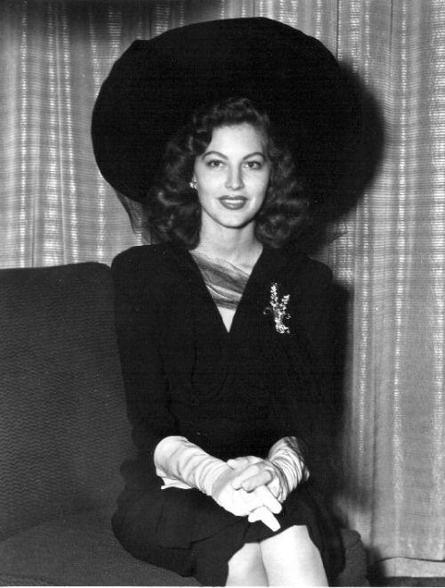 ava gardner 40s movie star suit dress huge hat pin gloves