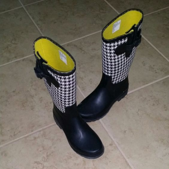 Houndstooth rain boots So cute. Size 6 but I wear a 6.5 in reg boots so might need thicker socks for a true size 6 foot merdona Shoes Winter & Rain Boots