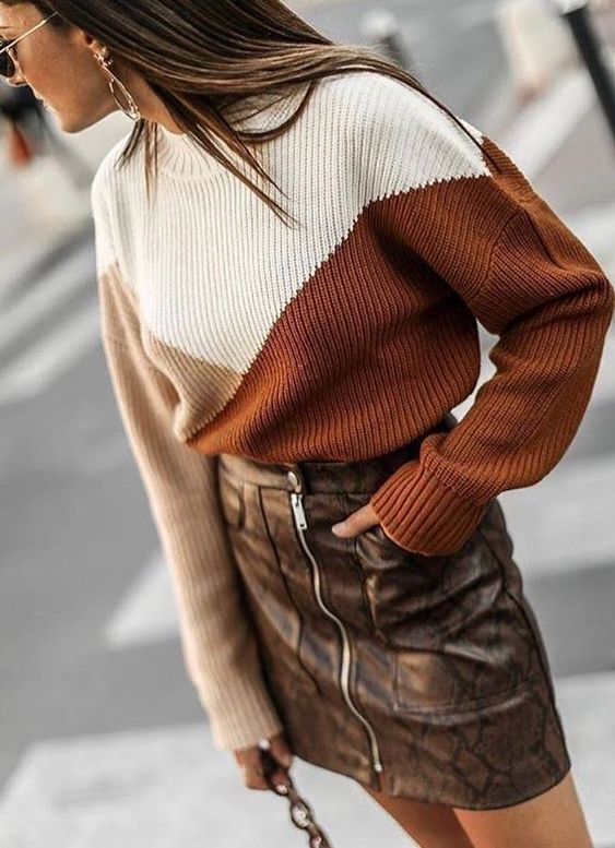 Snake print skirt with zipper + sweater #chic #streetstyle #outfits