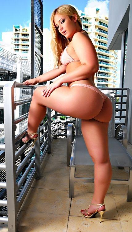 Wet juicy babes nude