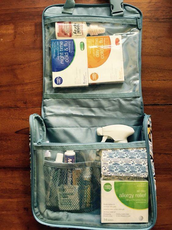 Hanging Traveler Case makes the perfect first aid case #ThirtyOneGifts #HangingTravelerCase #Medical #FirstAid #Organization #ThirtyOneHacks