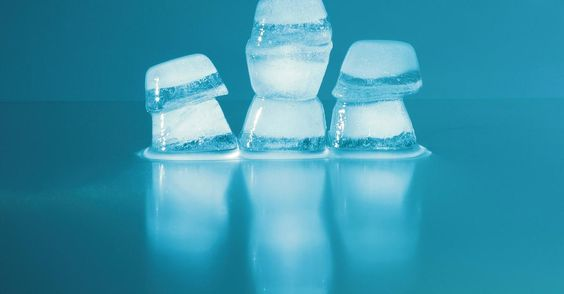 Eine absolute Wohltat bei diesem Wetter: Wenn ihr einen Eiswürfel an DIESE Körperstelle drückt, passiert etwas tolles!