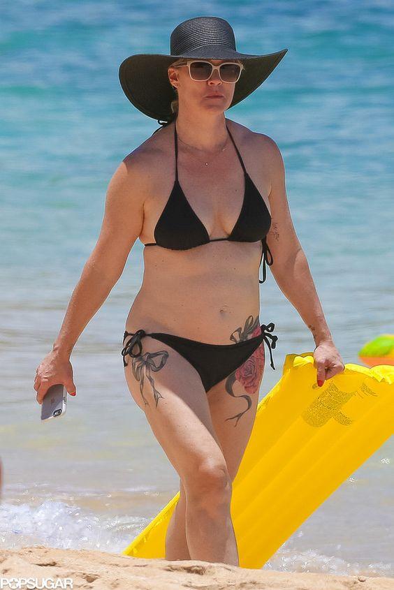 Jennie Garth in a Black Bikini With David Abrams in Hawaii | POPSUGAR Celebrity