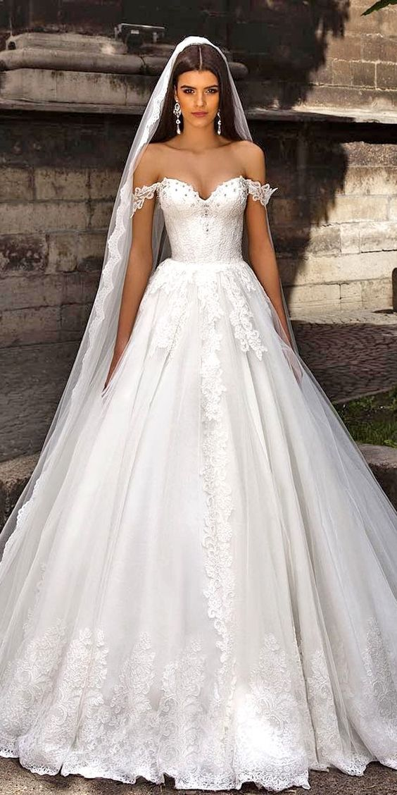 Wedding Gowns With Designs : Wedding girls life and sleeve on