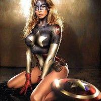 Ilustraciones de superheroes en versión femenina