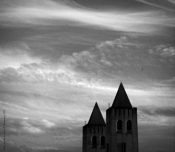 Photography, A Cidade do Tempo, Photo credits by Helena Simões da Costa © Photography 2016 (in Lisboa); My other photographic works, here: http://helenasimoesdacosta.wixsite.com/helencostafotografia. This photo is part of my article, here: http://www.arlindovsky.net/2016/10/a-linguagem-dos-anjos-por-helena-simoes-da-costa/ . #sky #lisboa #city #urban