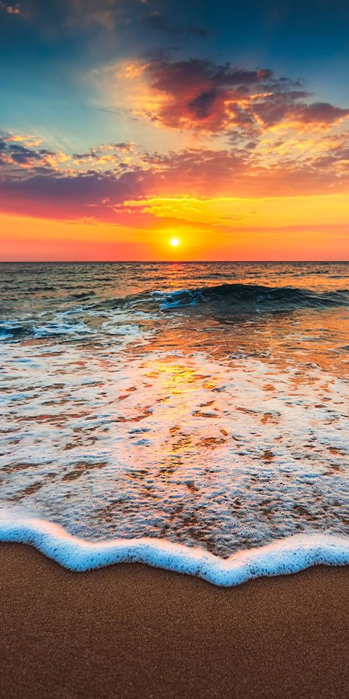 Pic of the Day…Incoming 🌤️ 🌊 -------------- #beach #hawaii #beaches #tropics #sunrise #sunrises #travel