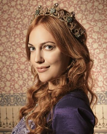 Hurrem Sultan In 2020 Meryem Uzerli Elven Hairstyles Beautiful Girl Face