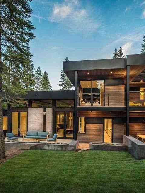 Mountain Retreat Blends Rustic Modern Styling In Martis Camp Modern Wooden House Modern House Plans Prefab Homes