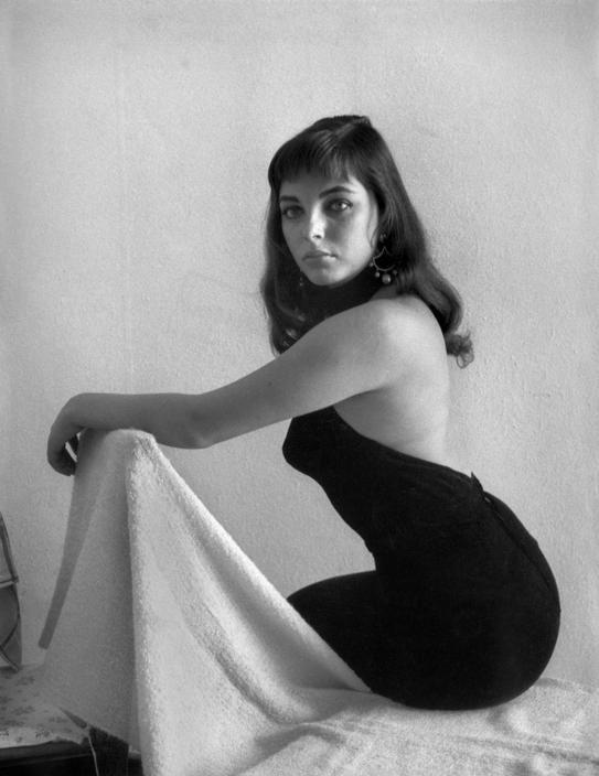 Joan Collins - Photographer: David Seymour (1954)