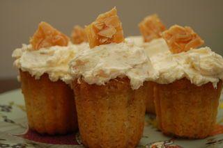 rum cupcakes with praline and amaretto frosting | Rum Cupcakes, Rum ...