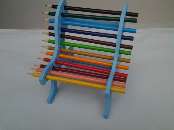 Banco porta 12 lapis colorido incluso. Ideal para organizar mesa de estudo e enfeite e lembrancinha de aniversário.