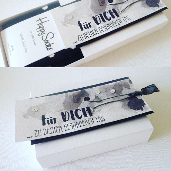 Wenn das Geburtstagskind nur schwarz/weiß mag, dann muss das Geschenk so sein und natürlich die Verpackung. #schwarzweiß #schwarzweiss #geschenk #geschenkverpackung #diy #papierprojekt #stampinup #stamping #gestempelt #basteln #craft #happysocks