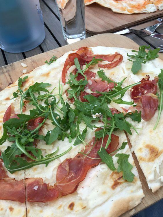 Flammküchle mit Parmaschinken und Rucola, Restaurant Zollamt Bingen