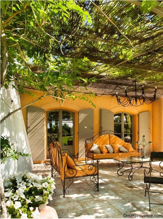 Mas typiquement provençal ! #sud http://www.m-habitat.fr/preparer-son-projet/types-de-maisons/les-mas-de-provence-3122_A