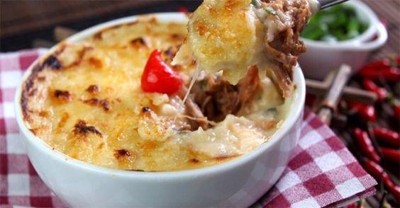 Escondidinho é um prato bastante popular nos estados brasileiros do Nordeste. Feito com carne-de-sol, jabá (charque ou carne-seca) .