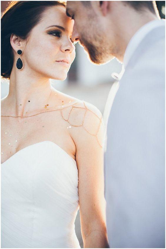華奢なきらめきが魅力のショルダーネックレス♡ 結婚式に付けたい花嫁のネックレスまとめ。ウェディング・ブライダルの参考に☆