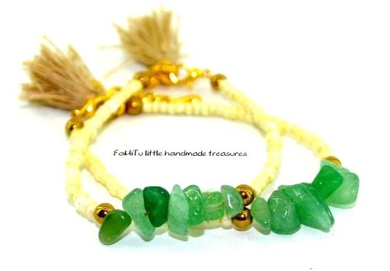 Aventurine chips, hematite and beige glass beads. Finishing with tassels. Find it on fomitu.gr Τσιπς Αβεντουρίνη, αιματίτης και μπεζ χάντρες από γυαλί. Φούντες στο τελείωμα. Βρείτε το στο fomitu.gr