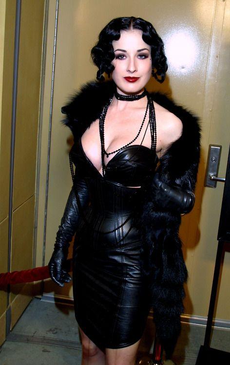 Femme cougar cherche jeune homme  www.la-cougar.net  Chat cougar gratuit : http://cougar-milf.assinie.com