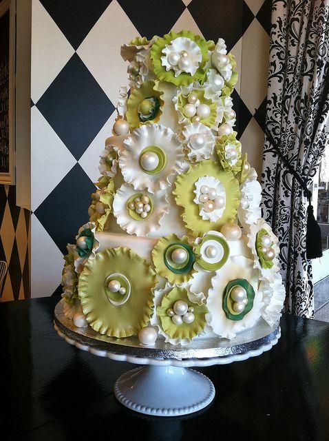 Modern green ruffle flower wedding cake