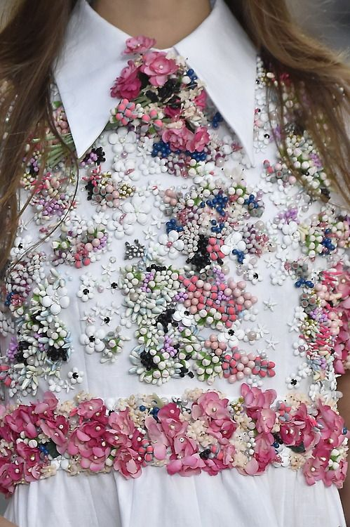 Closer detail of one of our favourite shirt dresses of the #SS15 collections from@CHANEL. #PFW