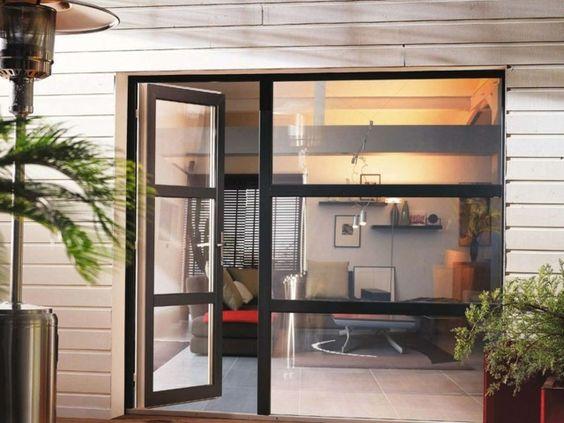 Porte-fenêtre en PVC de couleur noire
