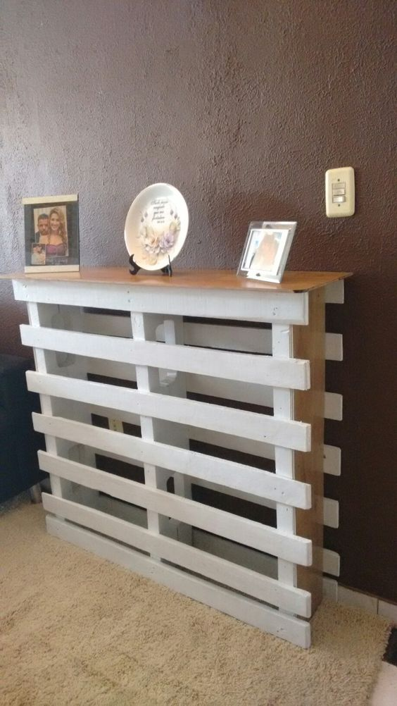 Aparador feito com Pallet e piso laminado tudo reciclado. Criação de Paulinho Pallet .