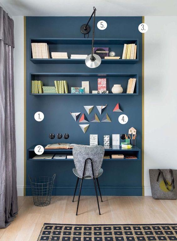 Simplicité Couleurs : ton sur ton étagères / mur, ligne de démarcation par rapport au reste du mur