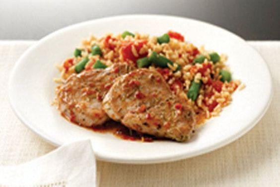 Médaillons de porc à la méditerranéenne ------------------Ce plat de porc et de riz est le souper de semaine par excellence! Succulent, élégant et prêt en moins de 30minutes: comment y résister?