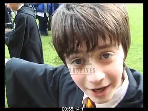Harry Potter And The Sorcerer S Stone Behind The Scenes Harry Potter Actors Harry Potter Funny Harry Potter Movies