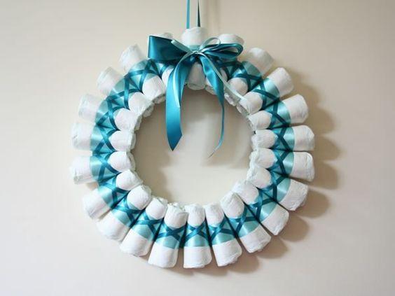 DIY: comment réaliser un Diaper Wreath, ou une couronne de couches