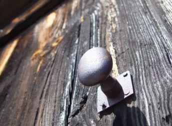 Réparer une porte qui grince #bricolage #DIY
