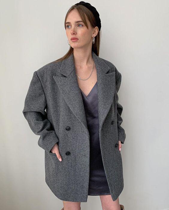 """Fligel Store on Instagram: """"Шерстяное пальто-пиджак силуэта оверсайз мы рекомендуем сочетать с более женственными вещами: платьями, юбками и одеждой, подчеркивающей…"""""""