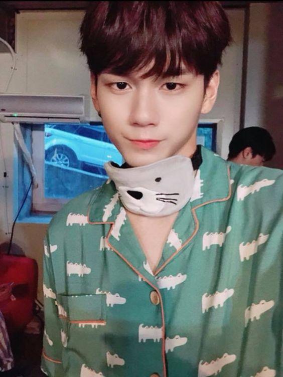Ong Seongwu NY selfie ✨