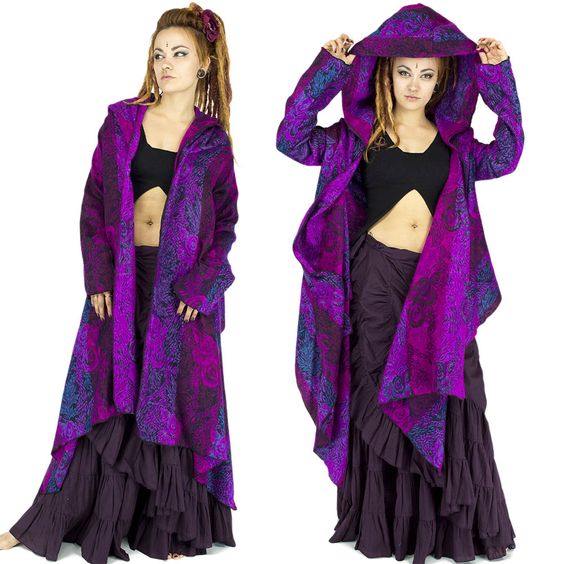 Vêtements femmes violet fuschi et noir. Gipsy, Bohémien, tzigane, jupes, jupe longues, poncho, décolleté, dentelle, festival, trance festival, burning man, burlesque, froufrou, romantique, danse, cabaret, artiste,tribal gipsy, Women's Clothes, Gypsy, Bohemian skirts, long skirt, corset, lace, trance festival, burning man, burlesque, frilly, romantic, dance, cabaret artist, tribal gipsy, dreadlocks, goa, purple. Par BaliwoodShop!!! more to see on store…