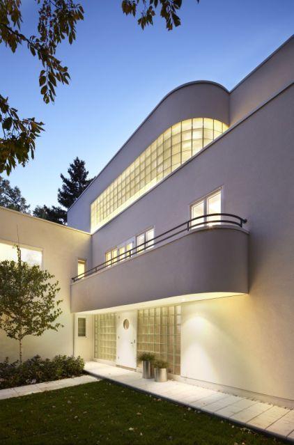 Article on Art Deco/Art Moderne Exterior by Peterssen/Keller Architecture