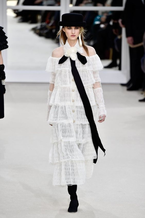 Pin for Later: Karl Lagerfeld's Hommage an Coco Chanel und alle anderen Frauen