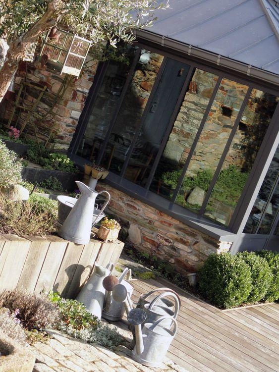 Terrasse: l idée des bois verticaux pour garde fou d une jardinière
