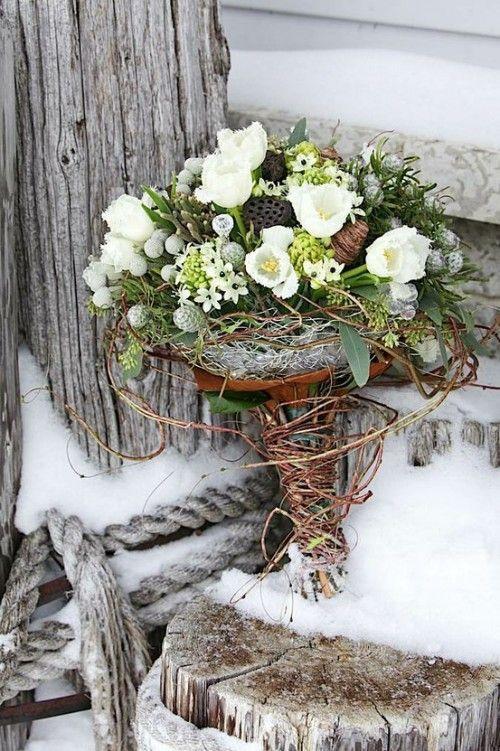 Imagen 24 Ramo de novia con flores blancas y hojas en verde   HISPABODAS