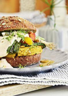 Veggie Burger Rezept mit Grillgemüse & Harissa Joghurt
