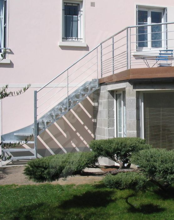 Photo dt72 escadroit 1 4 tournant bas escalier for Escalier de jardin exterieur