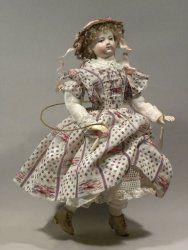 Musée de la poupée. Il y a des contes le mercredi après midi...