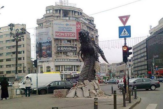 """Dragón en Bucarest, Rumania (Acción BTL promocional película """"El Hobbit 2"""")."""