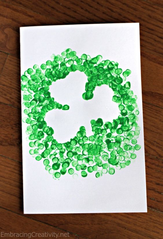 St. Patrick's Day Craft for Kids! This shamrock craft took only moments to make and my daughter had so much fun making it with a pencil eraser.: