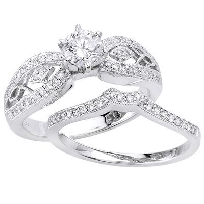 So I'm pretty sure this is what type of ring I would like if I ever get engaged & Married. It would be freaking AWESOME!!!!!!!!!!