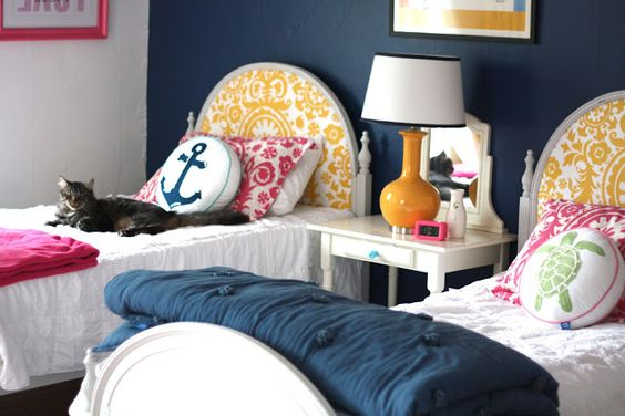 MY Old Country House has some great projects including these two twin beds for a bright and beautiful teen bedroom