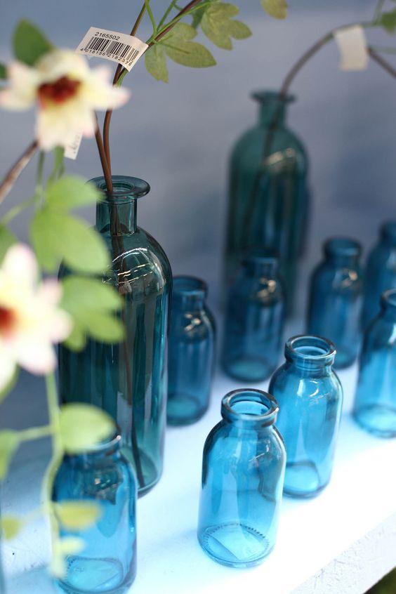 Eine Auswahl an Frühjahrs- und Oster-Gestecken, gefertigt von Arne Bruns und Jennifer Haverkamp. Zu sehen im Abholmarkt Vosteen.