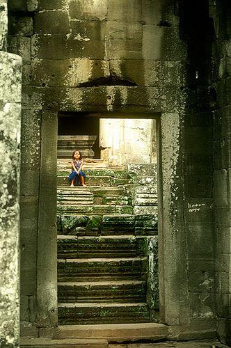 Bayon, Angkor -   Bayon, Angkor (August 2003)    www.vicentemendez.com