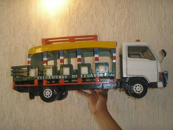 Elaboración de carros  de madera Manabí Foto: Celia López
