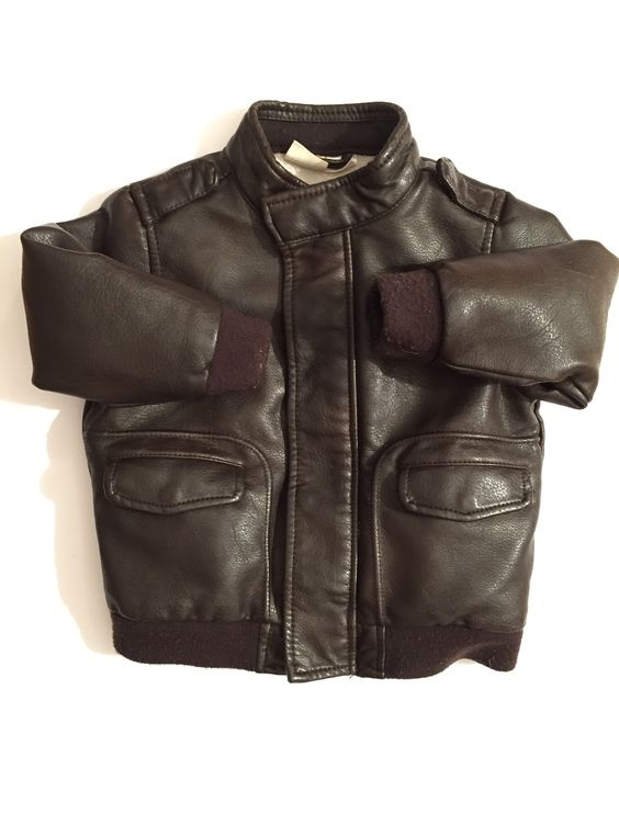 GIUBBOTTO MARRONE CON ZIP E FODERATO – http://hipmums.it/collections/giacche-piumini-boy/products/giubbotto-marrone-con-zip-e-foderato